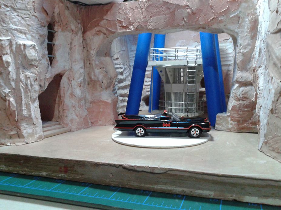 WIP 1:50 1966 TV Series Batman Batcave Small 3