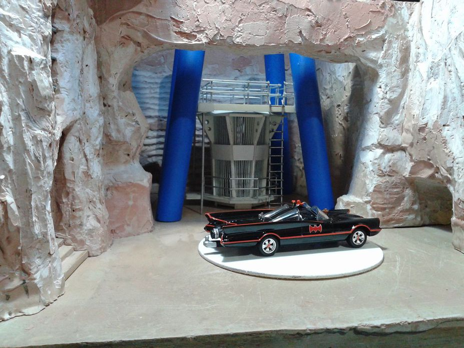 WIP 1:50 1966 TV Series Batman Batcave Small